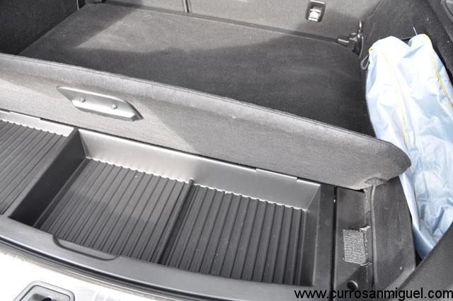 El maletero ofrece un buen hueco compartimentado bajo su base
