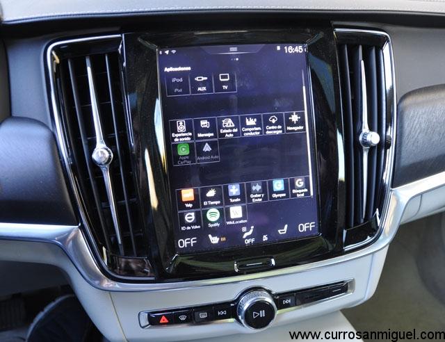 La pantalla central aglutina demasiadas funciones y se hace liosa de manejar en marcha