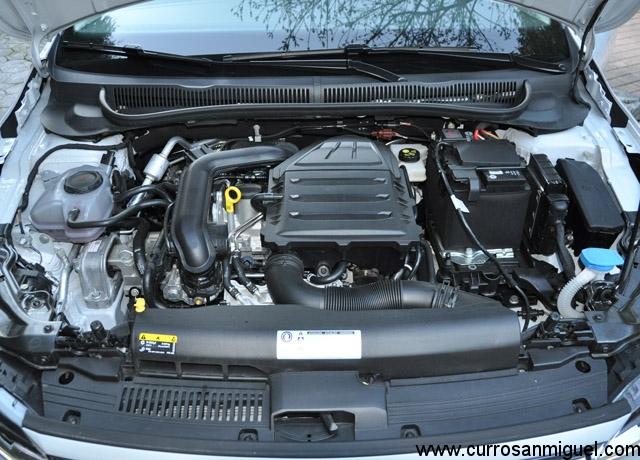 El pequeño motor de un litro y tres cilindros resulta bastante agradable en este coche