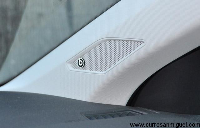 Los altavoces Beats ofrecen un toque muy juvenil al coche. Su calidad y potencia, no obstante, no son para tirar cohetes