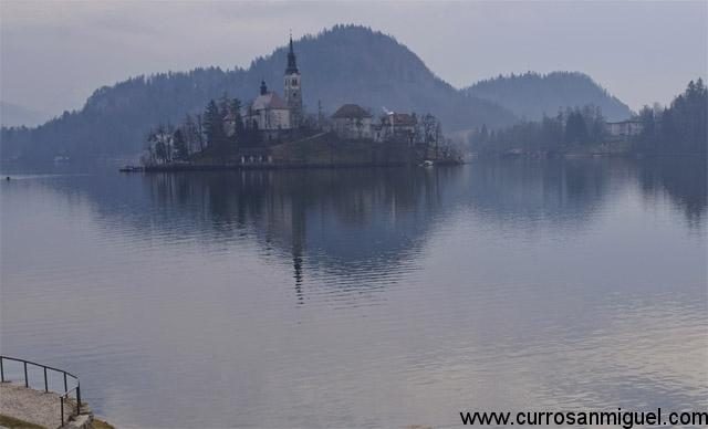 Bled y sus lagos. Ojo, el agua incluso en verano está bastante fresca...