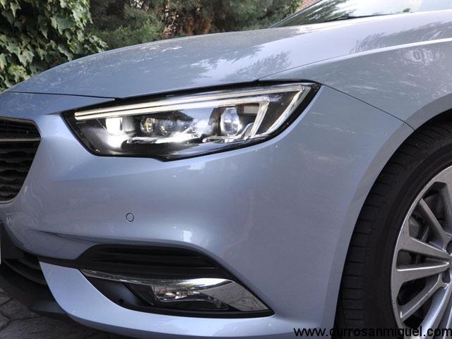 Los faros LED completos que Opel llama IntelliLux son una pasada de buenos