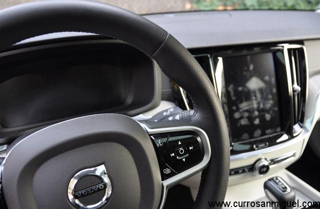 Con el motor apagado, las pantallas funden a negro y aparecen todas las huellas y dedazos...