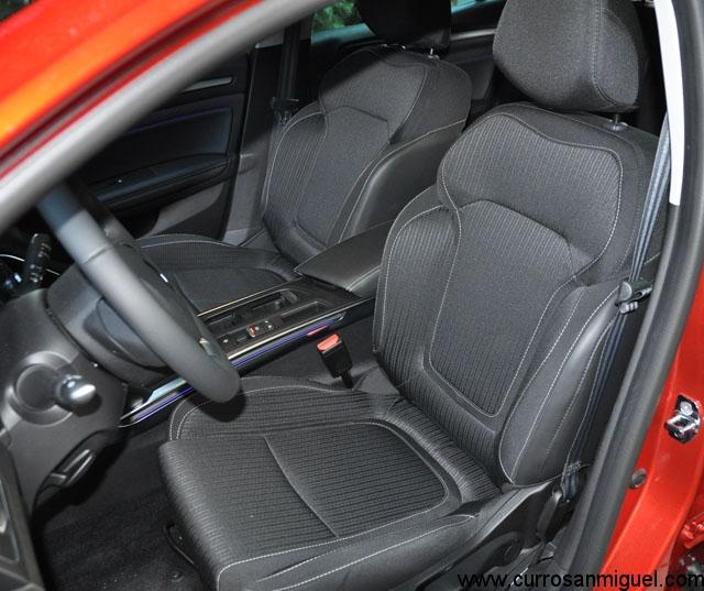 Los asientos tienen un tamaño, un mullido y unas formas que los hacen verdaderamente cómodos.