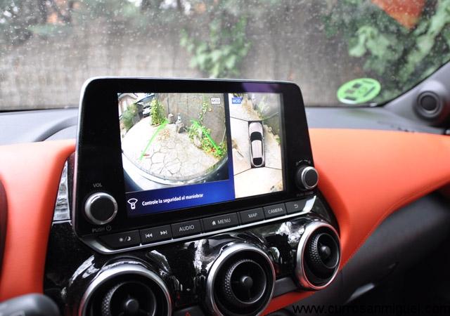 La pantalla multimedia es muy grande. Las salidas de ventilación, muy pequeñas.