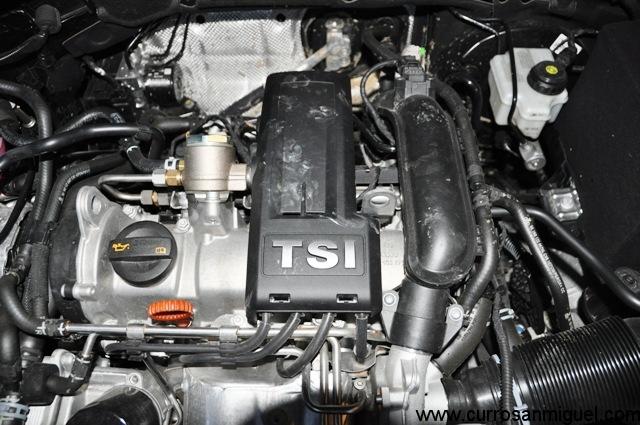 Un motor con todo al aire. Sin complejos