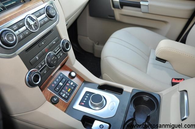 El interior combina lujo, tecnología y sencillez a partes iguales