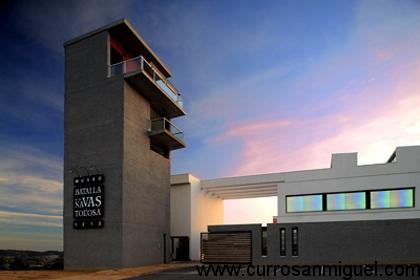 El edificio del Museo de la Batalla de Las Navas es moderno y llamativo, pero lo mejor, está por dentro