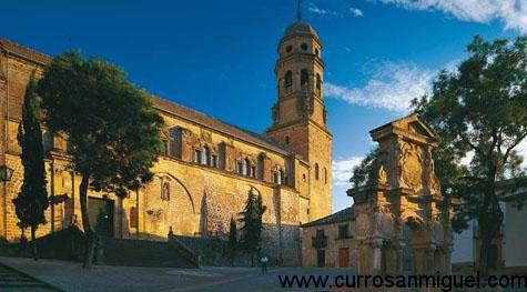 La Catedral de Baeza es quizá el edificio histórico más representativo, pero ni de lejos, el único digno de admirar