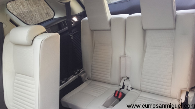 La tercera fila de este coche es bastante aprovechable, tanto por espacio como por lo bueno de sus asientos