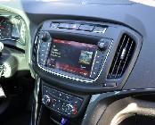 La pantalla central multimedia simplifica mucho el manejo de la mayoría de los mandos