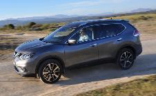 Fuera del asfalto el Nissan sigue siendo un coche confortable y solvente