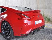 Los enormes escapes, el alerón, el deflector inferior, las ruedas… no, no es un Nissan cualquiera.
