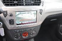 La pantalla multimedia es grande y su información y resolución muy correcta