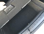 Este hueco bajo el piso del maletero aumenta una docena de litros su capacidad.