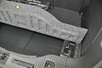 Bajo el piso del maletero hay un práctico hueco escondido