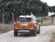Yo no me aventuraría en el campo mucho más allá de caminos de tierra y verdes praderas con este coche.