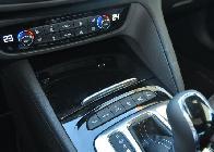 Frente a la palanca de cambios están los interruptores de los modos de conducción. El mejor es el normal, que no tiene botón