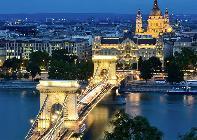 Icónica imagen de la capital de Hungría. Merece la pena pararse un par de días.