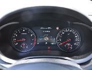 El velocímetro tarado a 300 km/h nos da idea de las capacidades del coche...