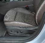 Los asientos delanteros además de cómodos contemplan una miríada de reglajes posibles