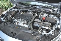 Bajo el capó no hay distintivo ni marca en la tapa o en el bloque motor. Es un propulsor de incógnito.
