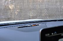 Mercedes Benz lleva 25 años con este sistema de aviso de parking. Y es que si funciona... ¿para qué cambiarlo?