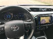 De no ser por la enorme altura a la que vemos el resto del tráfico, el interior es casi como el de cualquier SUV generalista moderno