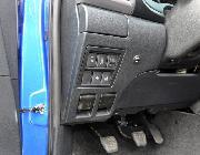 Botonera un tanto escondida a la izquierda del volante. El botón pequeño permite desconectar de manera aislada el parktronic trasero