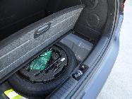 A pesar de contar con rueda de repuesto y un subwoofer, el maletero sigue siendo bastante capaz.