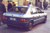 Mientras que los Carabinieri eran de Alfa 75, la Polizia se conformaba con los 33. Quadrifoglio, eso sí.