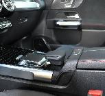 Este es el touchpad disponible para manejar el multimedia. Con una apoyamanos de lo más ergonómico y funcional.
