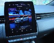 La pantalla central es muy grande, sencilla de manejar y situada muy a mano y a la vista.