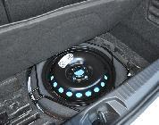 El maletero pierde espacio por las baterías, pero puede seguir alojando rueda de emergencia bajo su base.