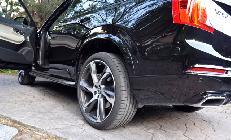 A pesar del enorme tamaño de las ruedas opcionales, en la posición normal de suspensión sigue quedando mucho hueco en el paso de rueda.