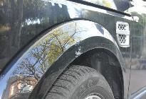 En otro SUV, esto no sería otra cosa que un rayón de parking. En el Discovery puede ser producto del ataque de un oso pardo en lo alto de los Picos de Europa