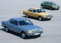 La familia W123 al completo y con mayor variedad de colores que cualquier Mercedes actual...