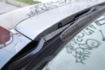 El airbag para peatones va oculto en el capó bajo un plástico decorativo de color gris